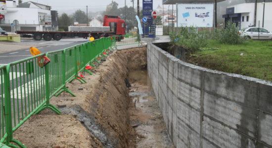 Construção de muro de contenção em Rio de Couros