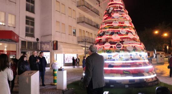 Árvore de Natal do CRIF dá vida e cor à Praça Luís Kondor