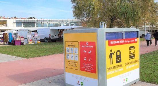 Mercado Municipal com equipamentos para recolha de recicláveis