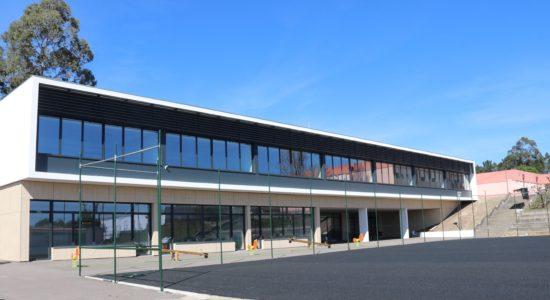 CAXARIAS | Centro Escolar de Carvoeira mais perto da inauguração